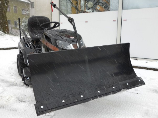 BLACK EDITION Rasentraktor 220/105 Twin Hydrostat - Winterpaket